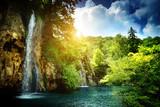 wodospad w głębokim lesie - 41313030