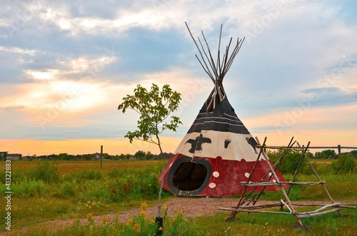 Poster Indiens image of an aboriginal tee-pee at sunset in the summer