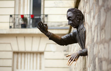 Passe-muraille Or The Walker-Through-Walls. Monument To Marcel A