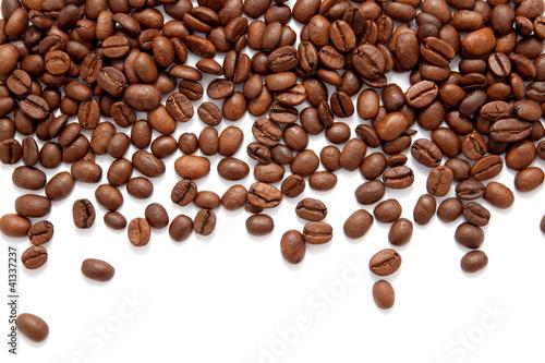 brown-piec-kawowe-fasole-odizolowywac-na-bielu