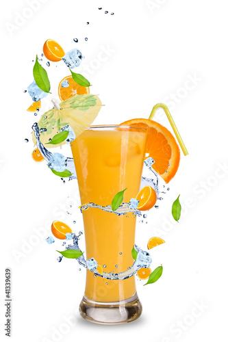 Foto op Aluminium Opspattend water Fresh orange cocktail with splash around