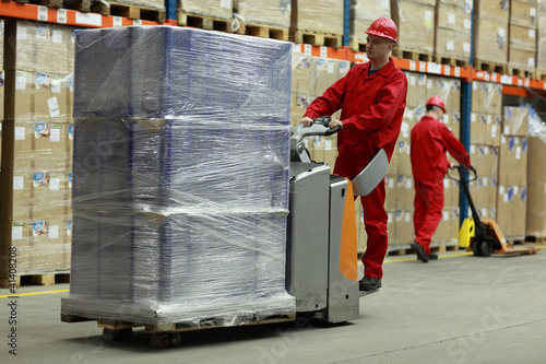Photo  Warehousing - people at work
