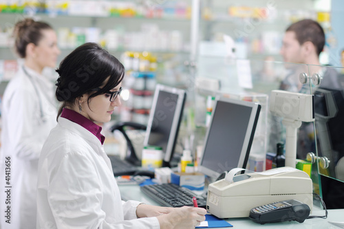 Staande foto Apotheek pharmacist suggesting medical drug in pharmacy drugstore