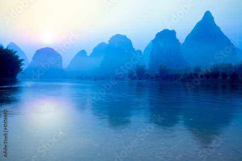 La pose en embrasure Guilin guilin at sunrise