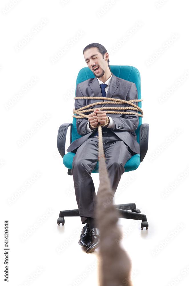 фото привязанных парней к креслу прихожу