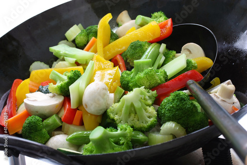Photo stir-fried vegetables in a chinese wok