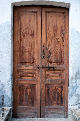 Vecchia porta in legno color image