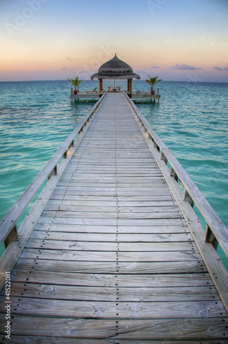 Tuinposter Pier Pavilion / Jetty by the sea (Maldives / Malediven)