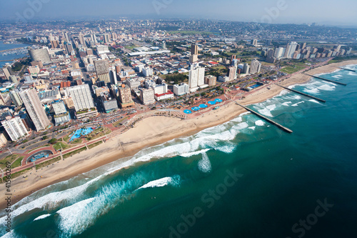 Montage in der Fensternische Südafrika aerial view of durban, south africa