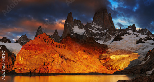 Cadres-photo bureau Marron Mount Fitz Roy, Patagonia, Argentina