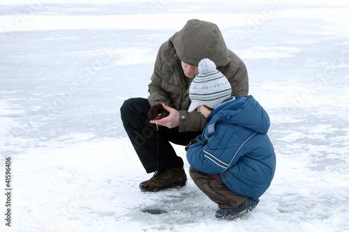 Photo sur Toile Autruche winter fishing family leisure