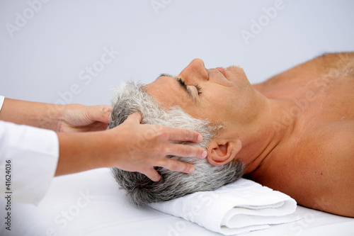 Valokuva  mature man having a scalp massage