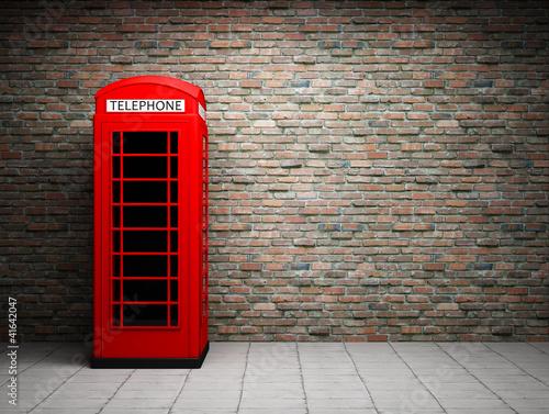 klasyczna-czerwona-budka-telefoniczna