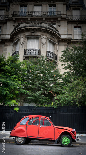 Tela Vintage car in Paris