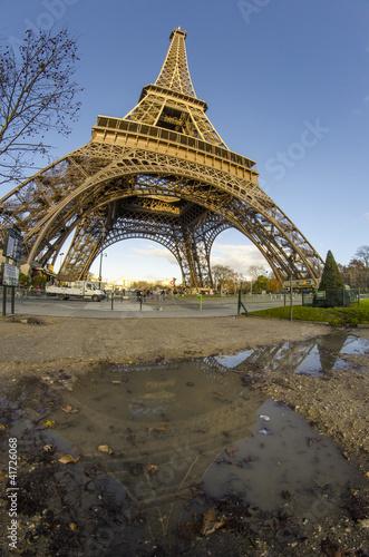 Papiers peints Paris Clouds and Sky Colors above Eiffel Tower