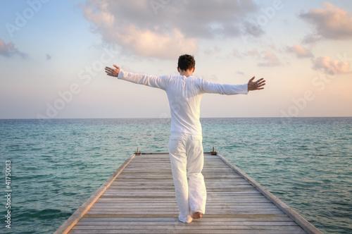 Fotografia  Enjoying pure freedom | Man on a jetty