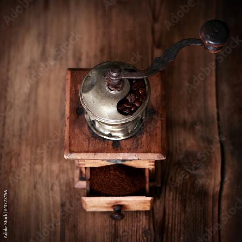 nostalgiczny-mlynek-do-kawy