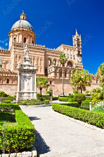 La pose en embrasure Palerme The Cathedral of Palermo