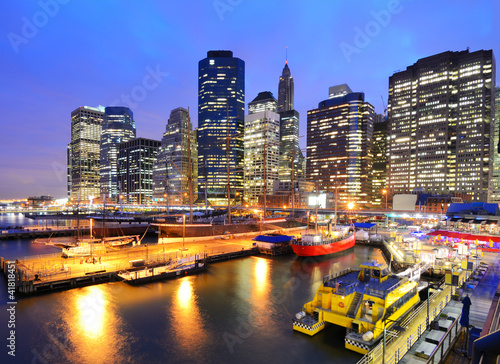 Photo Stands New York South Street Seaport in Lower Manhattan at Night