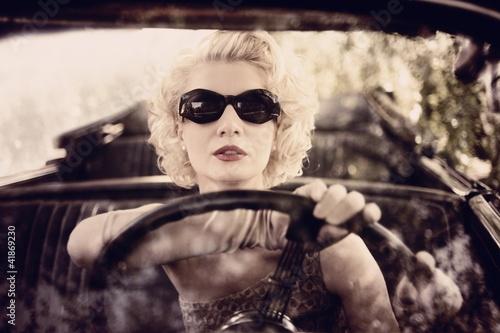 Obraz w ramie Retro woman behind steering wheel
