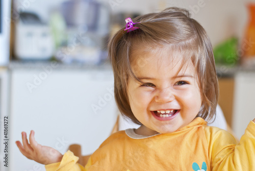 bambina che gioca Canvas Print