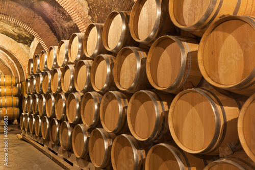 Photo Toneles de vino en la bodega