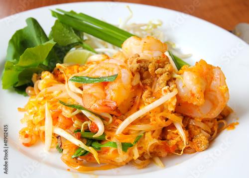 Foto  Thailändisches Essen, gebratene Reisnudeln (Pad Thai).