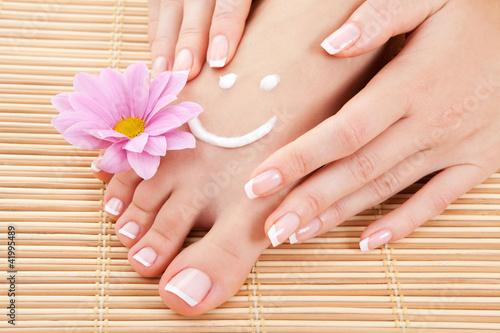 Cadres-photo bureau Pedicure care for beautiful woman legs