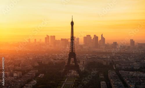 Obraz Wieża Eiffla w Paryżu - fototapety do salonu