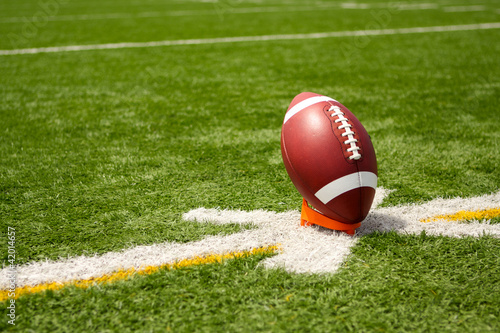 Fotografija American Football teed up for kickoff