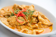 Dried Red Pork Coconut Curry (Panaeng) : Famous Thai Food
