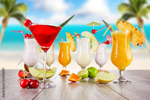 Fototapeta Summer drink with blur beach on background obraz na płótnie
