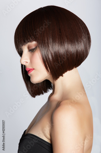 Canvas woman with brunette bob