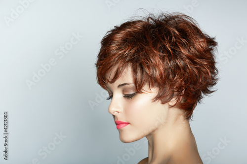 woman with short haircut Fotobehang