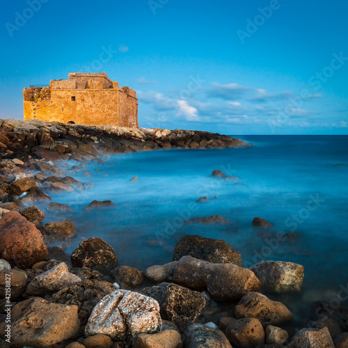 Tuinposter Cyprus Night view of the Paphos Castle (Paphos, Cyprus)