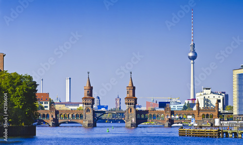 Photo  panorama with oberbaumbruecke in berlin