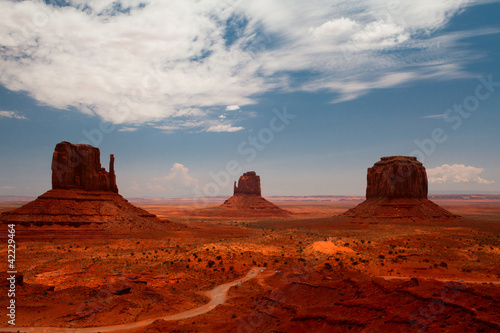 Photo  Peaks of rock formations in the Navajo Park of Monument Valley