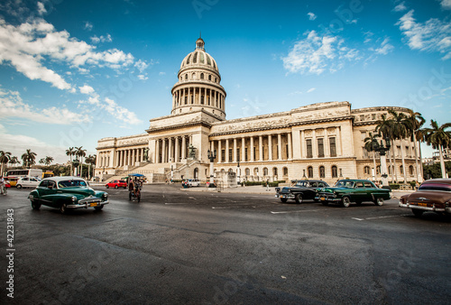 Tuinposter Cubaanse oldtimers Havana, Cuba - on June, 7th. capital building of Cuba, 7th 2011.
