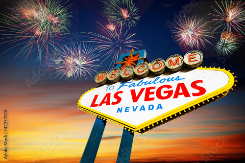 Foto op Aluminium Las Vegas welcome to Fabulous Las Vegas Sign with fireworks