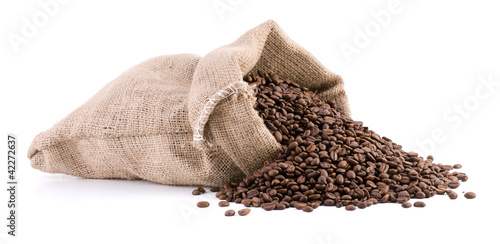 Papiers peints Salle de cafe Burlap sack full of coffee beans isolated on white