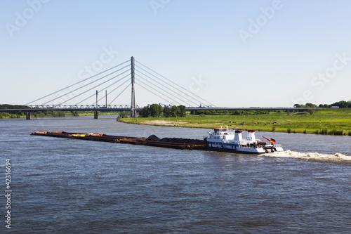 Schubverband auf dem Rhein bei Wesel Fototapeta