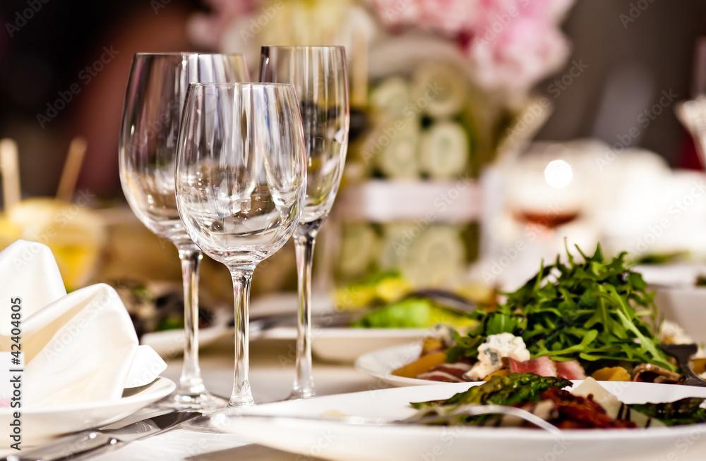 Foto-Rollo - Empty glasses set in restaurant