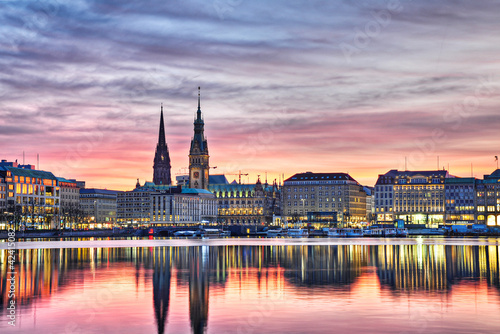 City on the water Hamburg am Abend