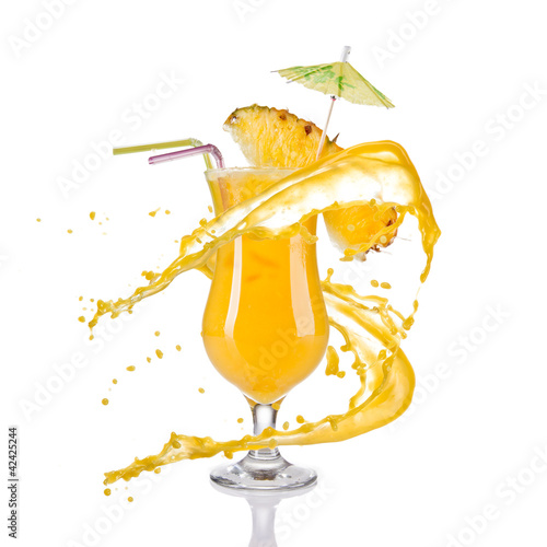In de dag Opspattend water Pineapple cocktail with juice splash on white background