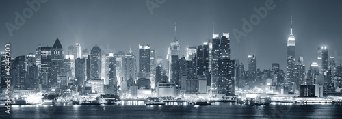 Obraz New York City Manhattan black and white - fototapety do salonu