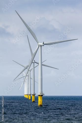Fotografía  Row of offshore windmill