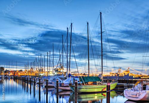 Foto-Leinwand - Segelschiffe im Hafen