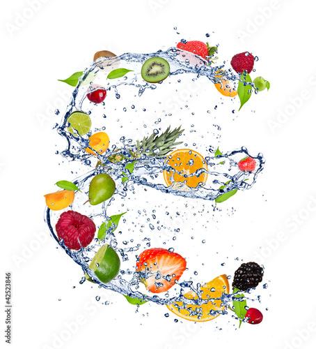 mieszanka-owoc-w-wodnym-plusnieciu-odosobniona-na-bialym-tle