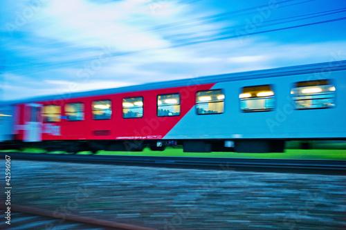 Foto op Canvas Spoorlijn Zug in der Nacht. Nachtzug der ÖBB
