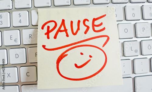 Fotografie, Obraz  Notiz auf Computer Tastatur: Pause